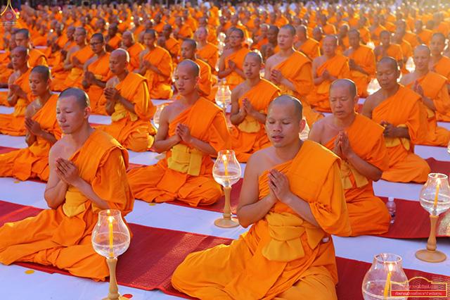 พิธีจุดประทีปถวายเป็นพุทธบูชา และกตัญญูบูชาธรรมพระมงคลเทพมุนี วันอาทิตย์ที่ ๔ มีนาคม พ.ศ. ๒๕๖๑ ณ อนุสรณ์สถาน แห่งที่ ๑ สถานที่เกิดด้วยรูปกายเนื้อ พระมงคลเทพมุนี (สด จนฺทสโร) อ.สองพี่น้อง จ.สุพรรณบุรี